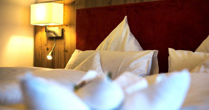 erhöhte Betten im DZ Romantik, Komfort und Wintergarten Hotel Erlebach Kleinwalsertal