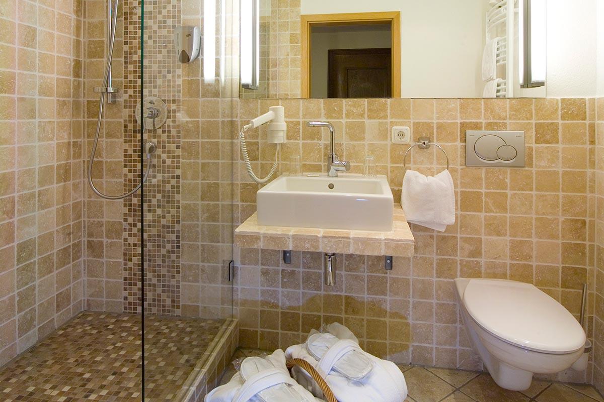 Modernes-Bad-im-Wellnesshotel | Hotel Erlebach | Wellness und ...