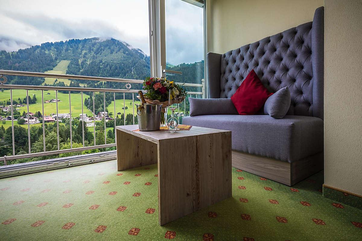Doppelzimmer Wintergarten Hotel Erlebach Sofa