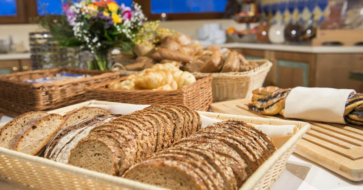 frische Semmeln und Brot