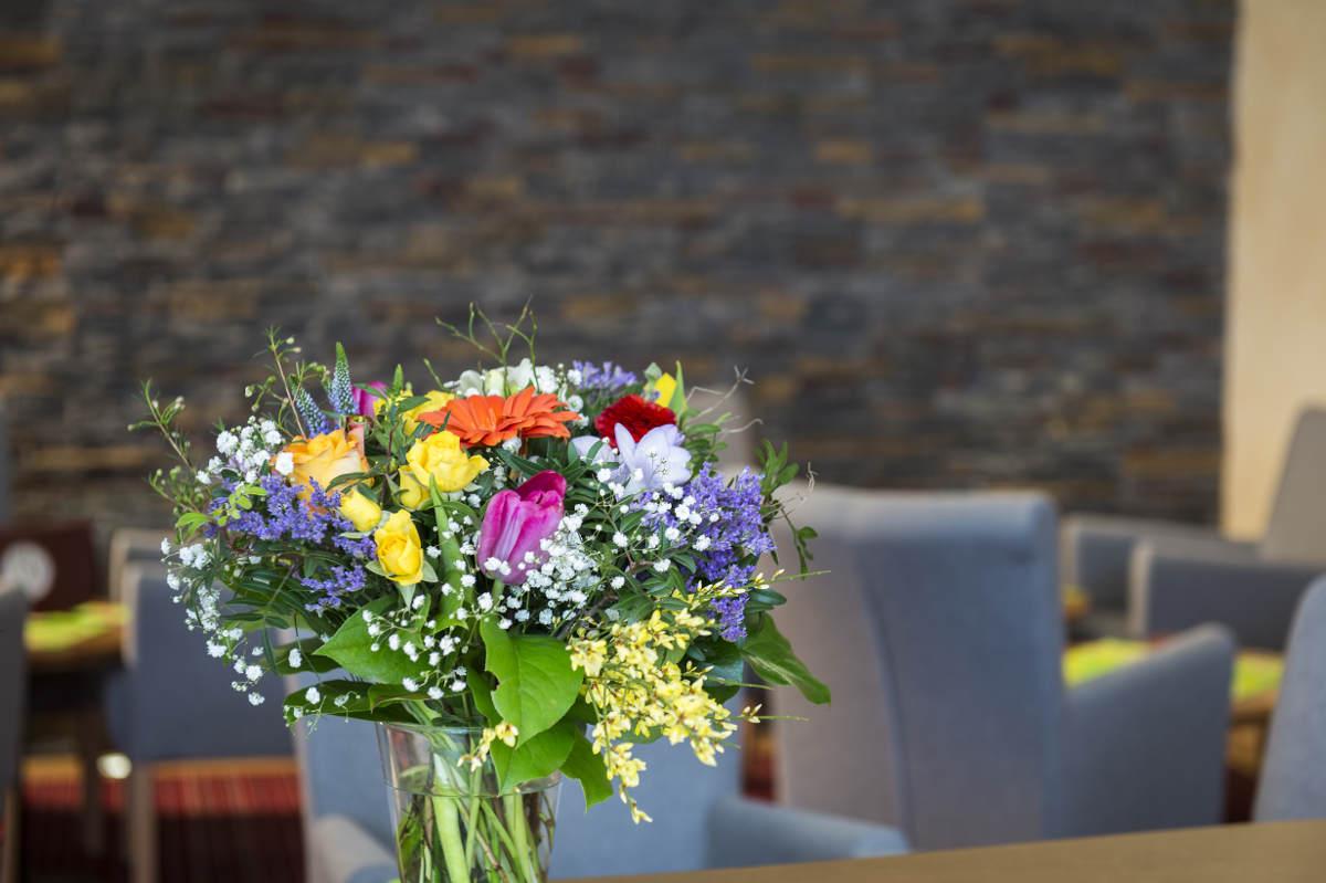 Lobby Hotel Erlebach Kleinwalsertal Blumen BB
